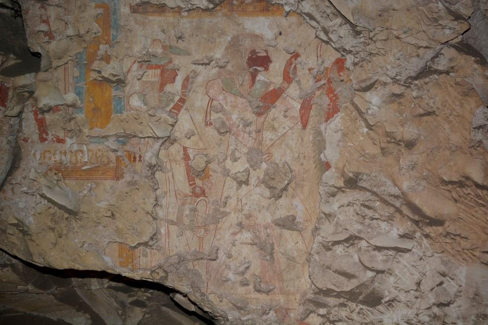Khonsu ve eşi, tanrı Osiris ve İsis'e tapınırken. Kaynak: Jiro Kondo Waseda Üniversitesi